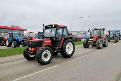 """""""Osvjetlaj obraz domaćine"""" Sutra počinje kampanja AMS  s akcentom na traktore u saobraćaju"""