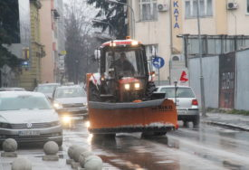 VOŽNJU PRILAGODITI ZIMSKIM USLOVIMA Putevi prohodni, zimska služba u pripravnosti