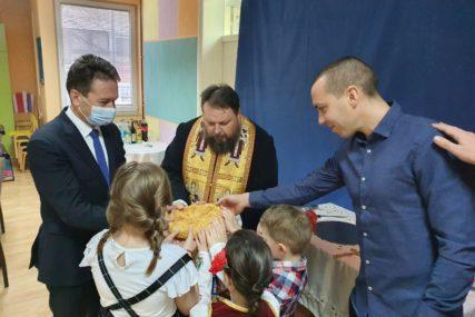 MALIŠANI LOMILI SLAVSKI KOLAČ Ugljevički vrtić obilježio krsnu slavu Nikoljdan