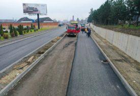 PLANIRANI RADOVI I NA DRUGOM DIJELU SAOBRAĆAJNICE Proširenje Ulice Ivana Gorana Kovačića, postavlja se prvi sloj asfalta