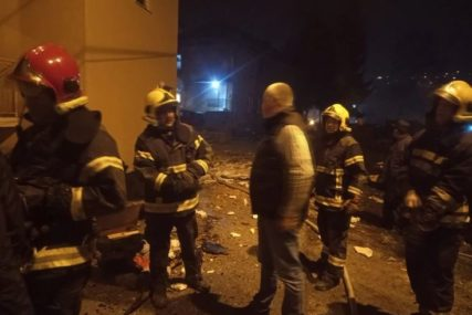 PROZORI IZLETJELI IZ ZIDOVA Žena (45) teško povrijeđena u EKSPLOZIJI, vatrogasci evakuisali još šest osoba (VIDEO)