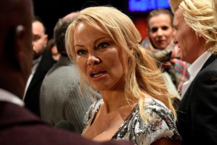 """""""OVO JE NJEGOV TRENUTAK"""" Pamela Anderson traži od Trampa da pomiluje Asanža"""