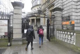 """NAKON DVOSEDMIČNOG """"ZAKLJUČAVANJA"""" Život se u Irskoj vraća u normalu, OTVORENE teretane i robne kuće, kupci u REDOVIMA"""