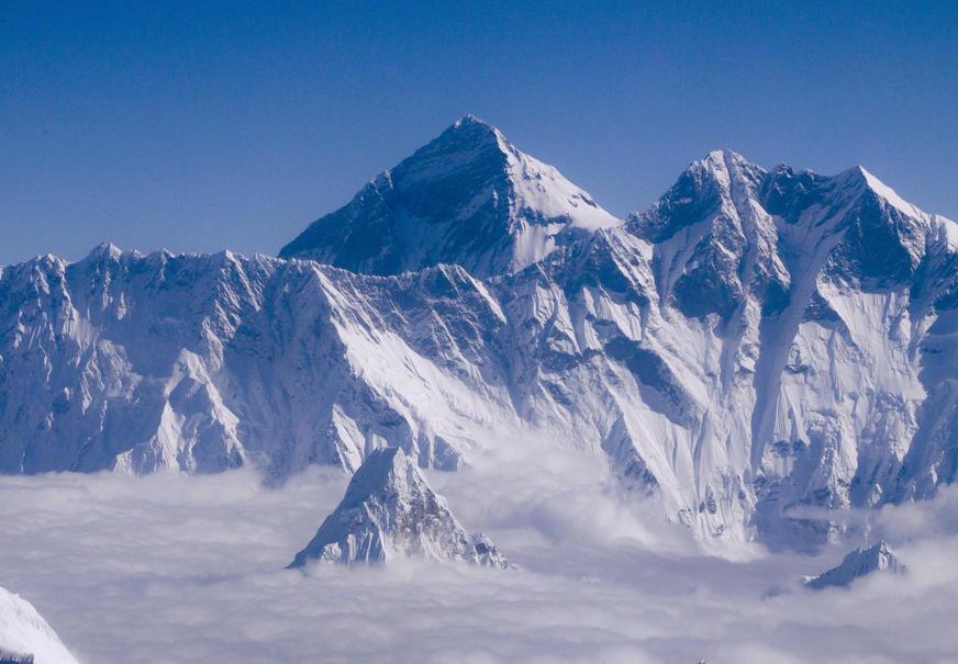 DUGOGODIŠNJI SPOR Mont Everest viši nego što se mislilo