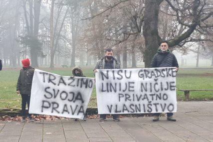 PROTESTI U PARKU MLADEN STOJANOVIĆ Prevoznici traže gradske linije i produženje tendera (FOTO)