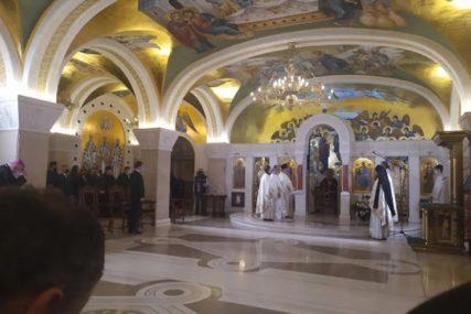 ZAUPOKOJENA LITURGIJA Četrdesetodnevni pomen patrijarhu Irineju u Hramu Svetog Save