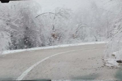 UPOZORENJE ZA VOZAČE Snijeg u višim planinskim predjelima, obavezna ZIMSKA OPREMA
