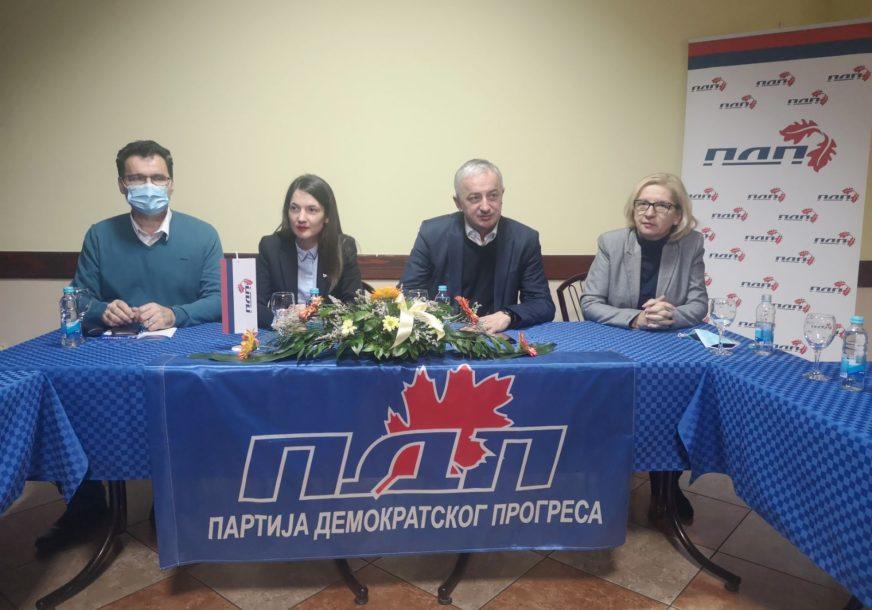 ZADOVOLJAN FORMIRANJEM SKUPŠTINSKE VEĆINE U DERVENTI Borenović poručio da treba mijenjati Izborni zakon