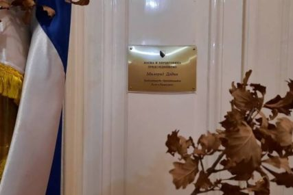 U SUSRET BOŽIĆU Tradicionalno unesen badnjak u Dodikov kabinet u  Predsjedništvu BiH (FOTO)