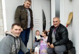 PAKETIMA OBRADOVALI NAJMLAĐE Praznični darovi za djecu u Bereku