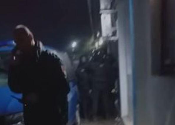 JAKE POLICIJSKE SNAGE NA TERENU Haos u migrantskom kampu u Blažuju (VIDEO)