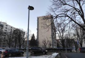 SLIKA ZAPUŠTENOSTI Oštećena fasada potencijalna OPASNOST za prolaznike (FOTO)