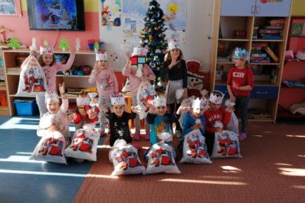 NASTAVLJENA TRADICIJA Gradonačelnik Brčkog darivao prve bebe i paketićima obradovao 750 mališana (FOTO)