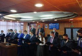 ČLANOVI VLADE POLOŽILI ZAKLETVU U Brčkom održana prva redovna sjednica Skupštine
