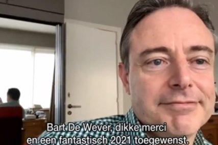 HIT NA INTERNETU Gradonačelnik davao intervju u donjem vešu, voditeljka ga isprozivala (VIDEO)