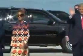 BIVŠA PRVA DAMA VIDNO RAZOČARANA Čim su izašli iz aviona Melanija se udaljila od Trampa (VIDEO)