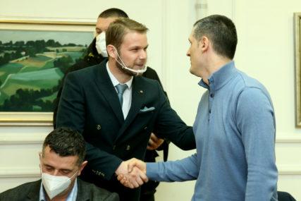 """""""STANIVUKOVIĆEVE IZJAVE SU KLEVETNIČKE"""" Neven Stanić poručio da je diplomu magistra časno stekao"""