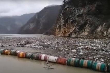 UŽASAN PRIZOR Ekološka katastrofa na Drini, jedna od najljepših rijeka Evrope se pretvorila u DEPONIJU (VIDEO)