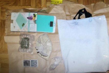 PALI ŽESTOKI MOMCI Tročlana kriminalna grupa uhvaćena sa više od DVA KILOGRAMA DROGE (FOTO)