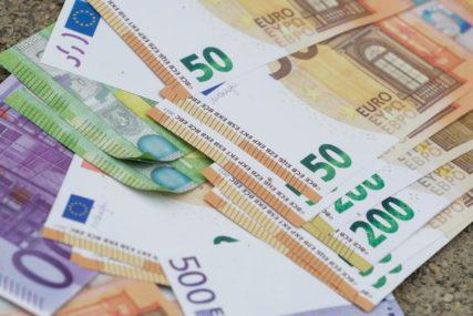 UPRKOS KORONA VIRUSU  Prosječna decembarska neto plata u Hrvatskoj 924 evra