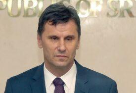 """AFERA TEŠKA 10,5 MILIONA Bivši šef kabineta tvrdi da Novalić nije znao da """"Srebrena malina"""" nema dozvolu"""