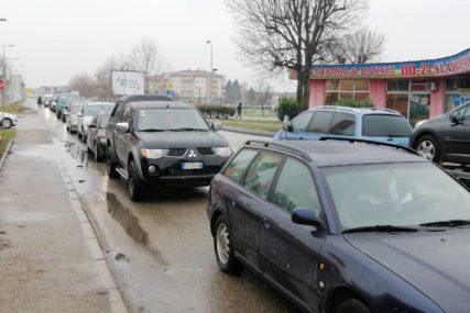 VOZAČI, BUDITE STRPLJIVI Pojačana frekvencija vozila na više graničnih prelaza BiH