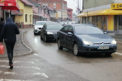Gužve na graničnim prelazima: Pojačan saobraćaj u Gradiški i Donjoj Gradini