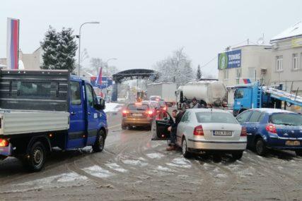 MORA SE ČEKATI Pojačana frekvencija vozila na graničnom prelazu Gradiška