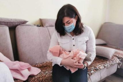 JOVANA JE ROĐENA 1. JANUARA Darovana prva novogodišnja beba u Tesliću