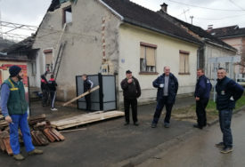 HUMANOST IZNIKLA NA RUŠEVINAMA Mali i veliki heroji Kostajnice u danima poslije zemljotresa