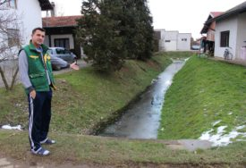 STRAHUJU OD ZARAZE Mještani Kruškika očajni zbog života u lavirintu kanala