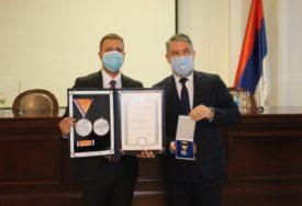 PRIZNANJE ZA NAJHRABRIJE Cvijanovićeva odlikovala medicinare u Loparama Medaljom zasluga za narod