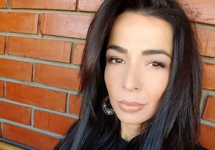 UHAPŠENA ŽENA POZNATOG PJEVAČA  Policija upala u njen kozmetički salon, lisice na ruke stavila još trojici muškaraca
