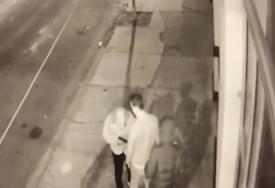 Pokušao je da pozove pomoć, ali se ranjen srušio na ulicu: Internetom kruži novi snimak ubistva Milana Lončara u Filadelfiji