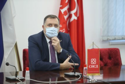 NAJAVIO 10.000 DOZA IZ RUSIJE Dodik: Srpska u konkurenciji ozbiljnih zemalja pokušava da ŠTO PRIJE DOBIJE VAKCINU