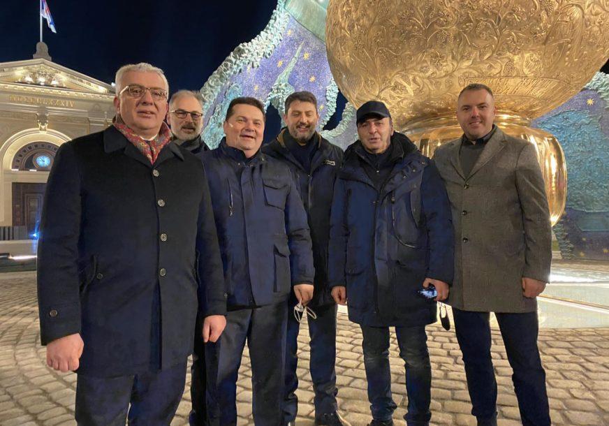 """""""PRED USPRAVLJENIM STEFANOM NEMANJOM"""" Delegacija Ujedinjene Srpske prisustvovala otkrivanju spomenika u Beogradu"""
