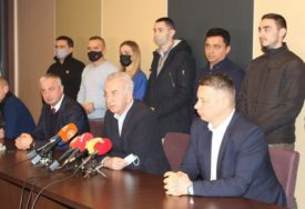 OPOZICIJA KUJE PLANOVE Sutra sastanak Šarovića, Borenovića i Nešića