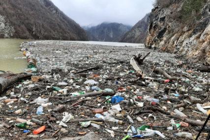 EKOLOŠKA KATASTROFA Sutra počinje uklanjanje plutajućeg otpada sa Drine