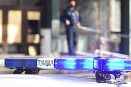 Teški sudar motora i automobila: Motociklista podlegao povredama u bolnici