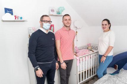 TEODORA OBRADOVALA PRNJAVORČANE Tomaš dukatom darovao prvorođenu bebu u ovoj godini