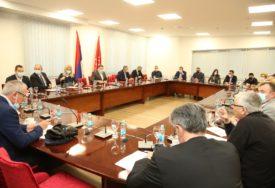 """Dodik ponovio da neće biti kampova u Srpskoj: SNSD podržava nabavku 50 kontejnera za migrante u """"Lipi"""""""