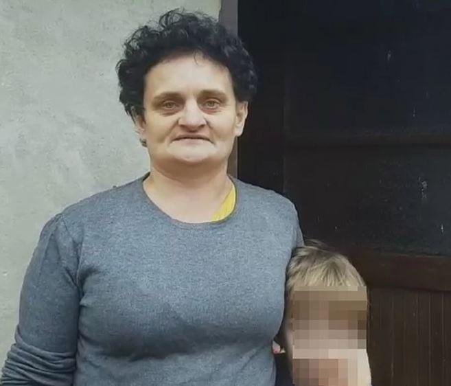 RADA CIJEPA DRVA ZA NADNICU, JEDVA PREHRANJUJE MALIŠANE Samohranoj majci iz Šekovića potrebna pomoć dobrih ljudi