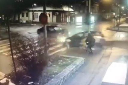 BANDERA IM SPASILA ŽIVOT Automobil umalo pokosio majku i dijete, scena kao iz NAJGORIH FILMOVA (UZNEMIRUJUĆI VIDEO)