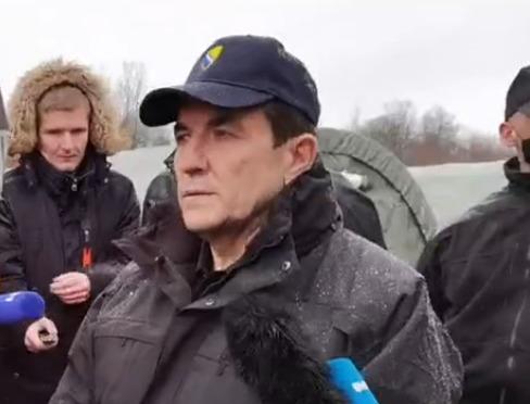 """CIKOTIĆ POSJETIO LIPU """"Ovdje ćemo hitno osposobiti kamp i prebaciti sve migrante"""" (VIDEO)"""
