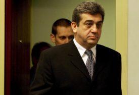 KAZNU ODLUŽIVAO U POLJSKOJ Sreten Lukić privremeno prebačen u hašku pritvorsku jedinicu