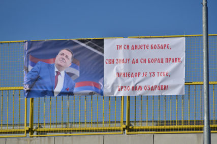 """""""TI SI DIJETE KOZARE"""" I u Prijedoru osvanuo transparent podrške Dodiku"""