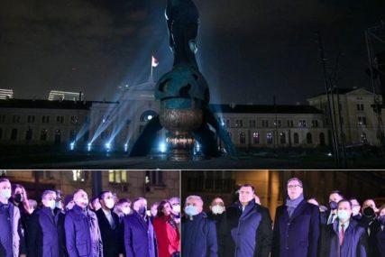 Svečano otkrivanje spomenika Stefanu Nemanji: Veliki broj građana na Savskom trgu u Beogradu (FOTO)