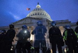 DŽONSON OSUDIO NASILJE Demonstranti upali u zgradu i ukrali laptop senatora