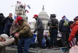 OBJAVILI NJIHOVE FOTOGRAFIJE Američki Federalni istražni biro raspisao potjernicu za demonstrantima (FOTO)