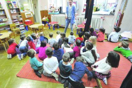 Petoro djece primljeno u bolnicu: Mališani iz istog vrtića sa težim kliničkim slikama, roditelji u strahu